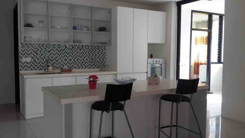 Usj One Avenue Condo. 2600sq feet. Big and open