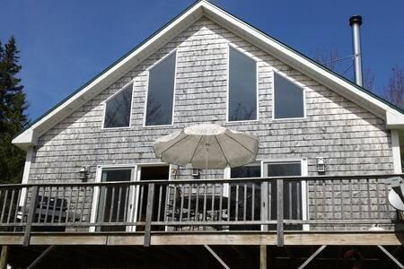 Coastal Chalet Home - Sedgwick - Casa