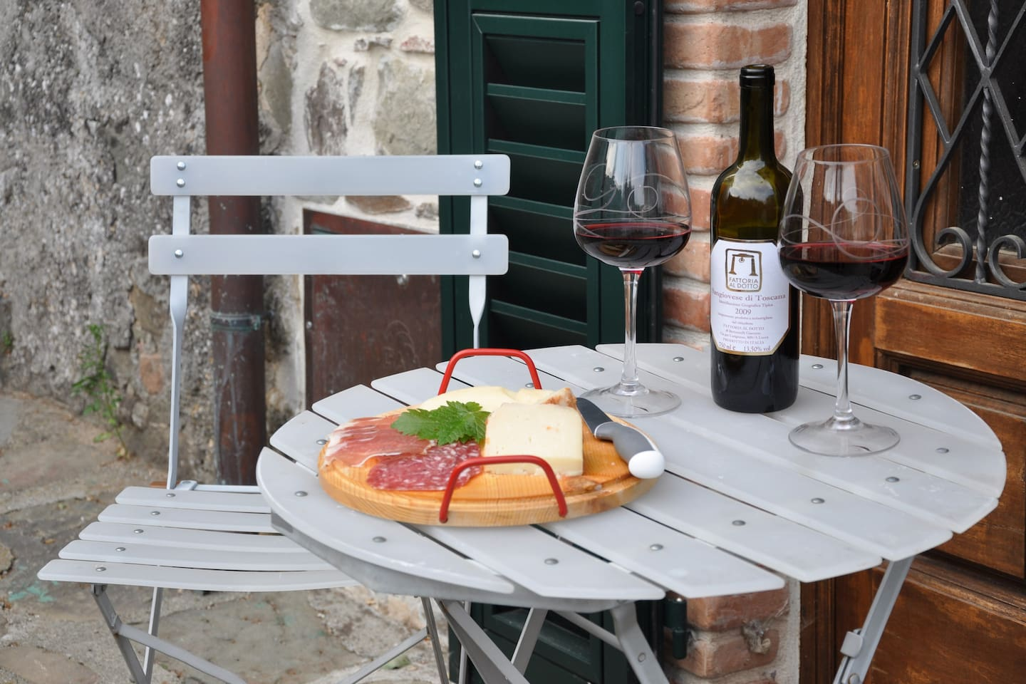 Perfect for that relaxing holiday in the hills of Tuscany that you've always promised yourselves.