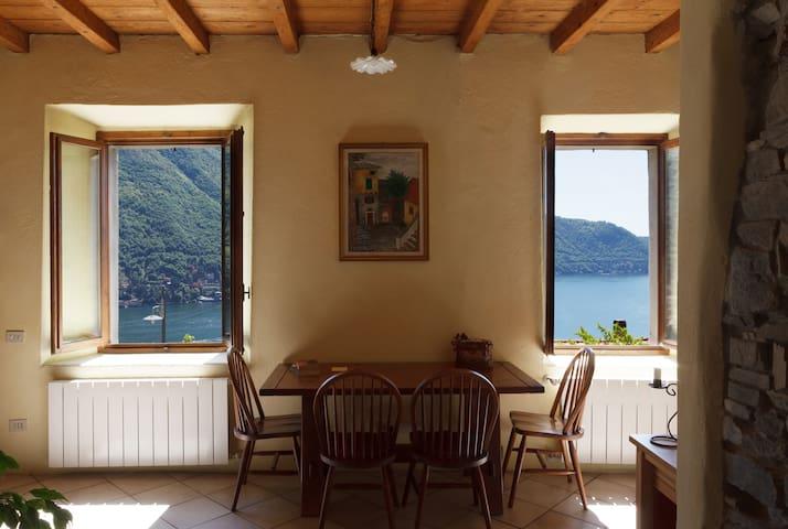 Cosy studio with panoramic views on Lake of Como - Moltrasio - Apartment
