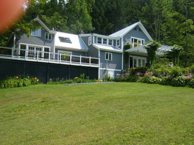 Vermont w/views, privacy,pond,golf  - Tunbridge