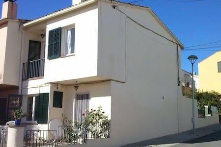 Habitació individual a casa assolellada a Corçà - Rumah bandar