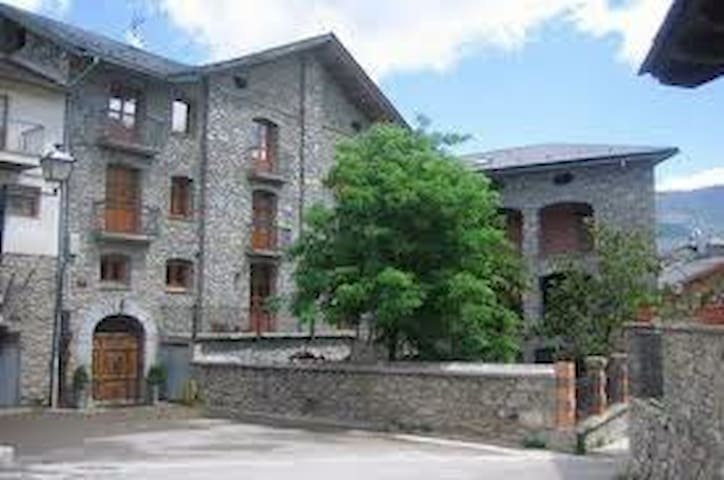 HOTEL RURA L'ALCOVA - Sort - Bed & Breakfast