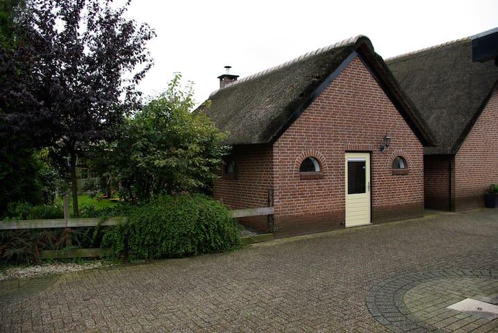 Romantisch bakhuis in het centrum! - Apeldoorn - House