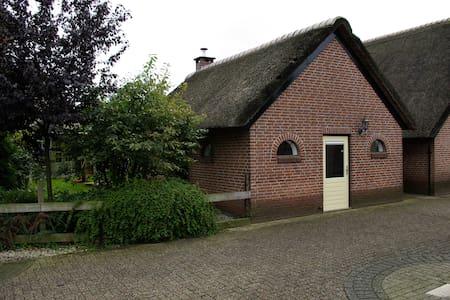 Romantisch bakhuis in het centrum! - Apeldoorn - Casa