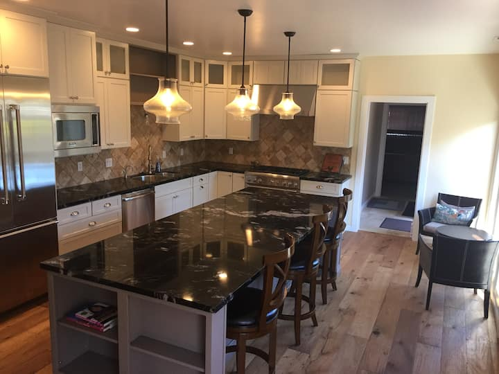 Large 3 bedroom Craftsman, close to the ocean