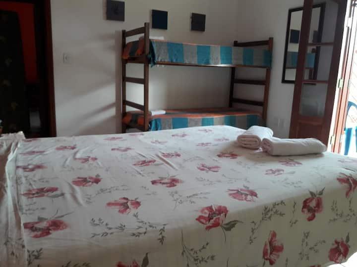 1 quarto para 4 pessoas - casa  em Joanópolis SP