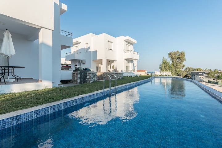 Gennadi Summer Villa  Sharing pool  No1