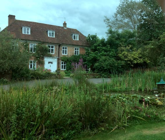 Historic house max 6 dbl rms incl 1  sep  annexe - Alton - House