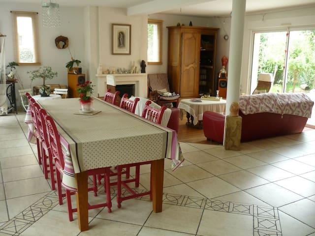 Grande maison à 10 minutes du Mans - La Chapelle-Saint-Aubin - Ev
