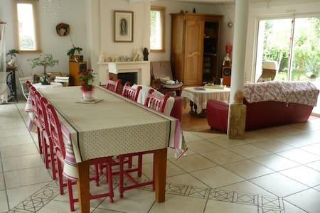 Grande maison à 10 minutes du Mans - La Chapelle-Saint-Aubin - บ้าน