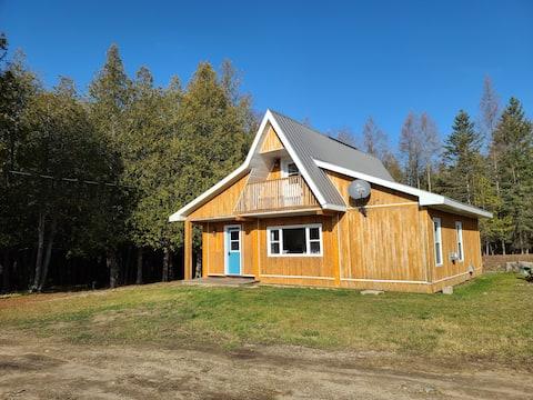 Woodland Manitoulin Island Canadian Cottage