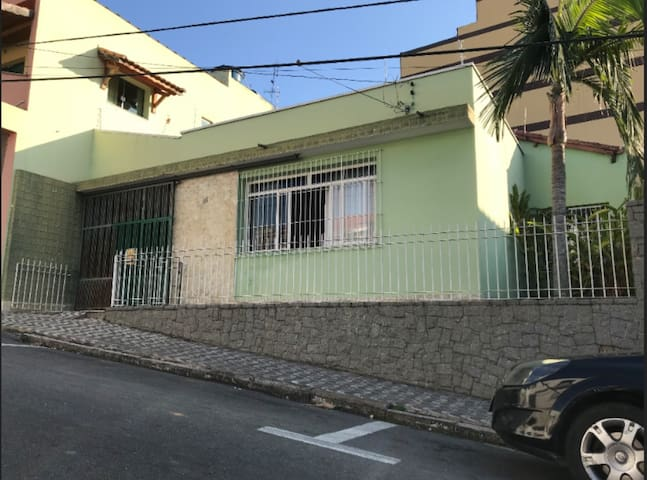 Casa espaçosa no centro de Aparecida