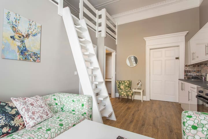 1 Bd 3rd Fl Pad 2 LOFT beds WIFI + TV O'Connell St