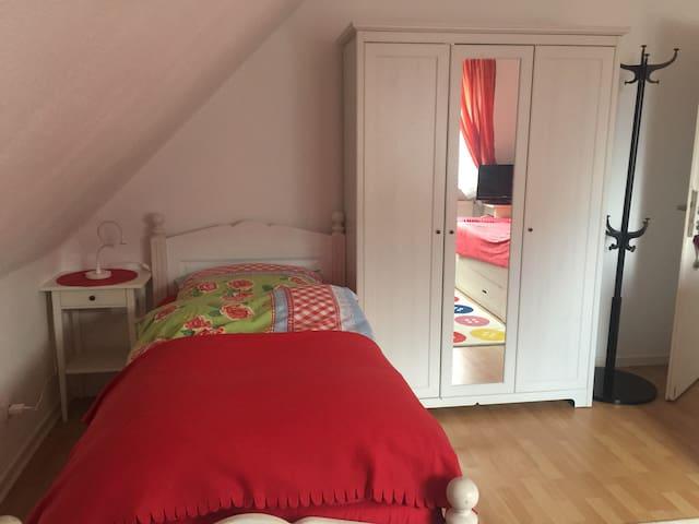 Business-Zimmer für 1-2 Personen, mit LAN/WLAN/TV - Neumünster - House