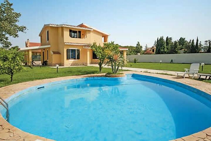 4 bedroom Villa sleeps 8 in Flumini