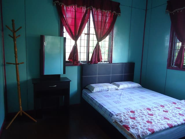 MandarouHome, Queen bed. - Ranau - House