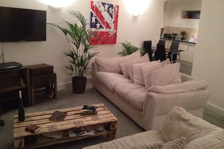 2 Bedroom Luxury Apartment - Leigh - Leigh on sea