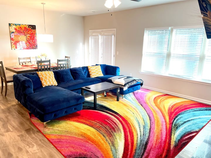 Luxury Townhouse minutes from downtown|sleeps 8