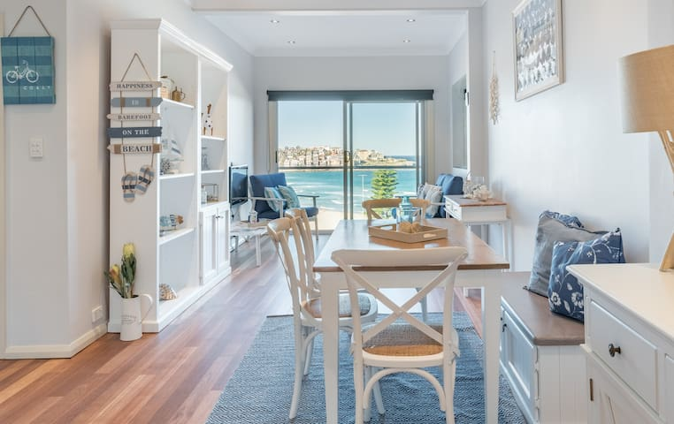 Stunning Postcard Ocean View Bondi Beach 2 bedroom