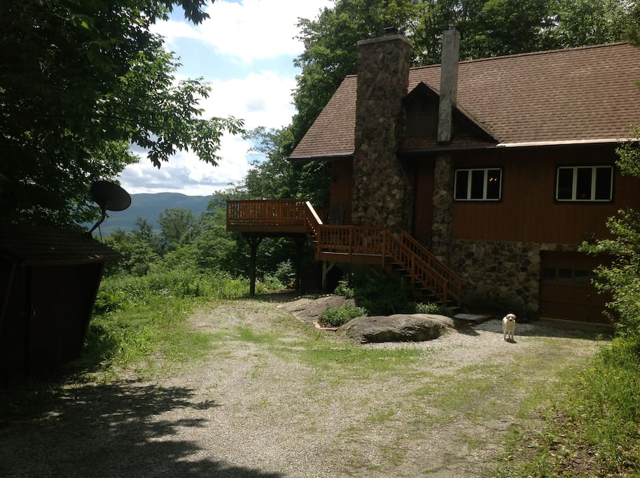 Chalet very private on 3 acres. Garage and full basement.
