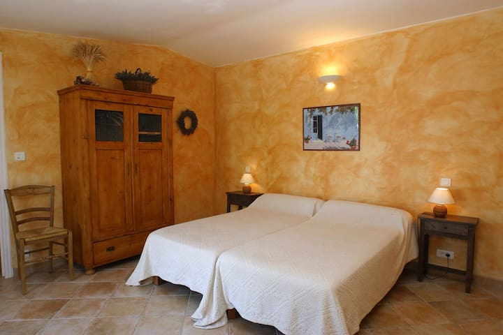 gîte provençal au cœur du Luberon