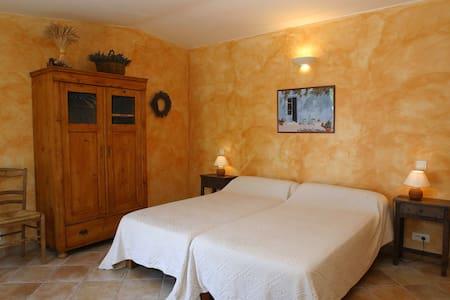 gîte provençal au cœur du Luberon - Joucas - Rumah