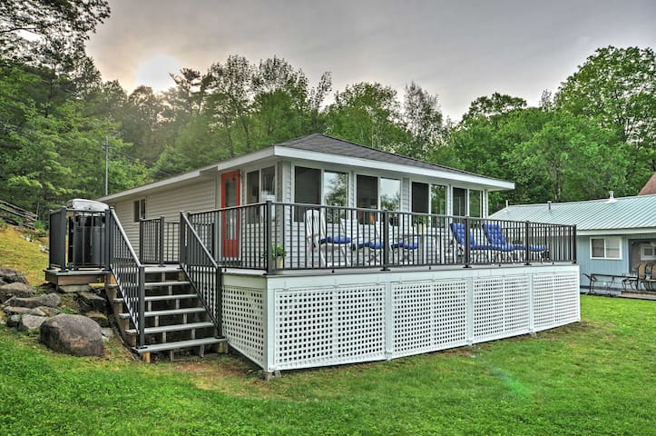 NEW! 3BR Oakland Cottage 100 feet from The Water!