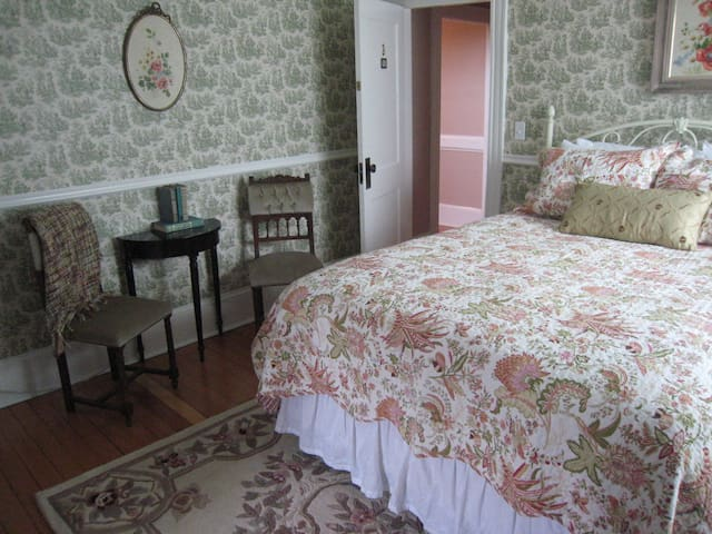 The Victoria Inn /Iris Room