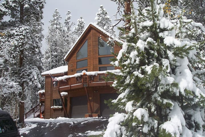 King Bedroom w/Private 3/4 bath, den,etc - Silverthorne - Bed & Breakfast