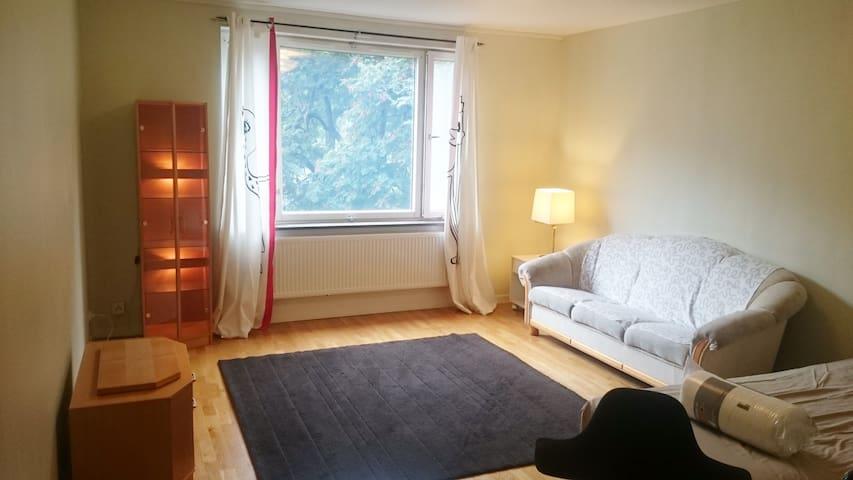One 25m room with 4 beds, one 15m room with 2 beds - Lidingö - 公寓