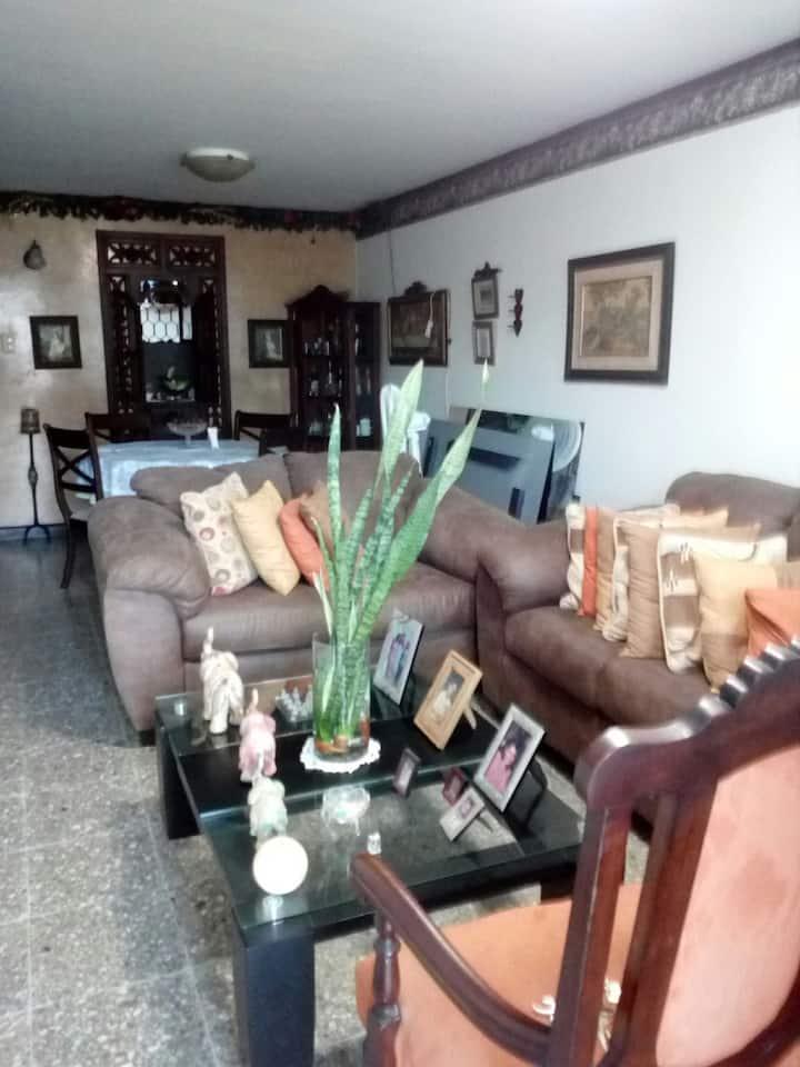 Habitación sencilla con baño privado