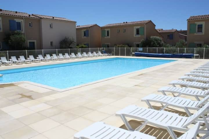 Pleasant gîte, with collective heated swimming pool, in the heart of the Alpilles in Mouriès, 4/6 people.