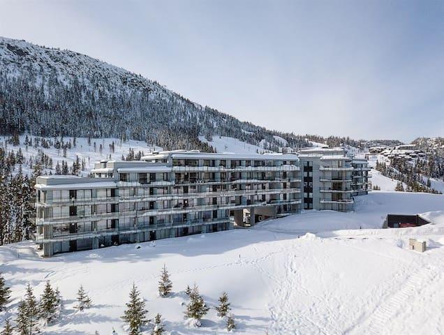 Stor toppleilighet på Kvitfjell med ski-in/ski-out