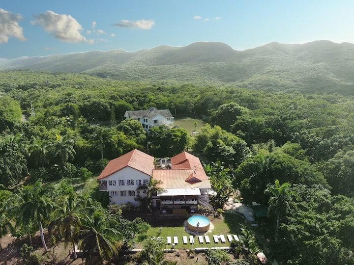 Hidden Gem 3BR, Luxury Area W/Beach Club,Pool,Spa