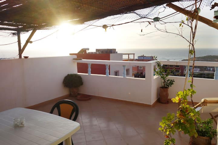 Lovely decorated surf lodge with roof-top terrace - Imsouane - Apartamento