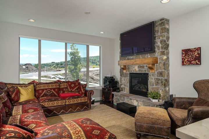 Edgewater 4 | 3 Bed Luxury town home-Closest lodging to Snow Basin