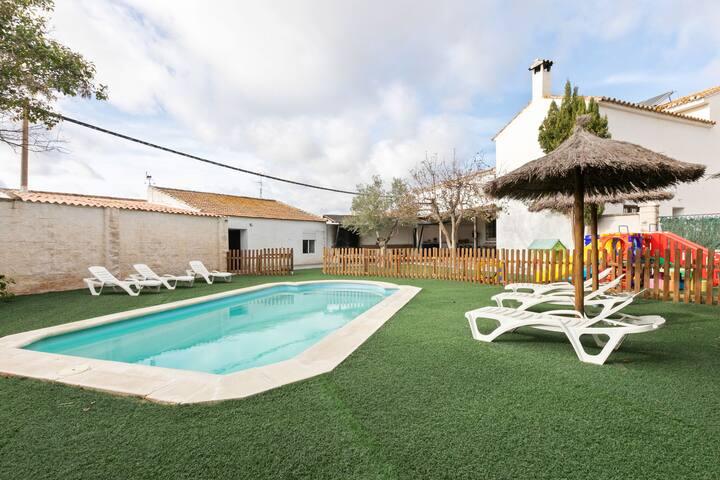 Luxurious Villa in Fuente de Piedra with Swimming Pool