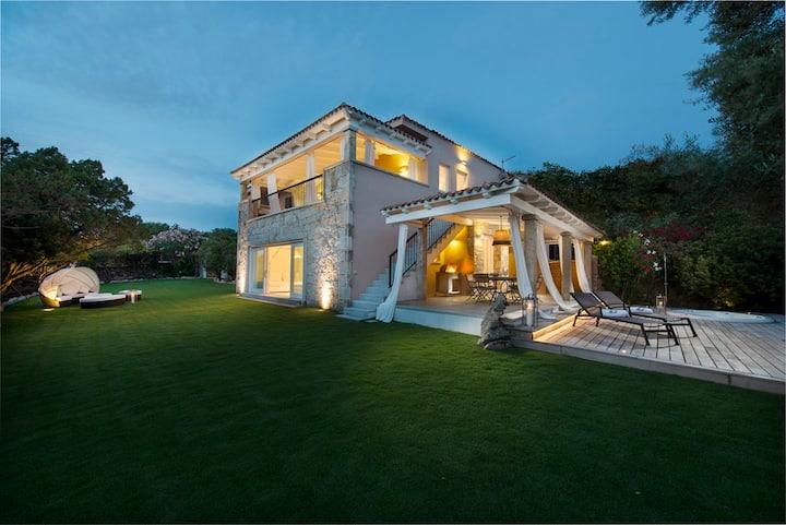 Stupenda villa panoramica con minipiscina giardino