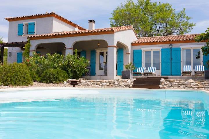 Spacious villa with private swimming pool and Jacuzzi