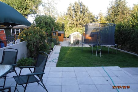 A bright studio room with easy transportation - London - Ház