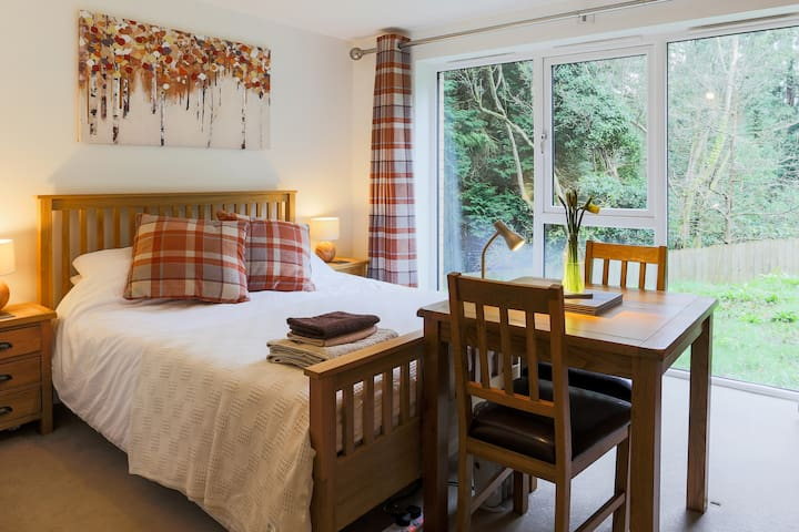 Treetops Guest Floor Suite, Duporth Private Beach