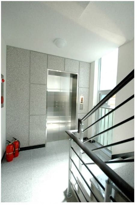 엘리베이터가 있어 짐을 옮기기 편리합니다.