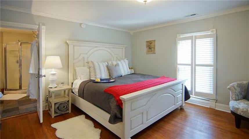 King En Suite @ the Historic Browning Inn