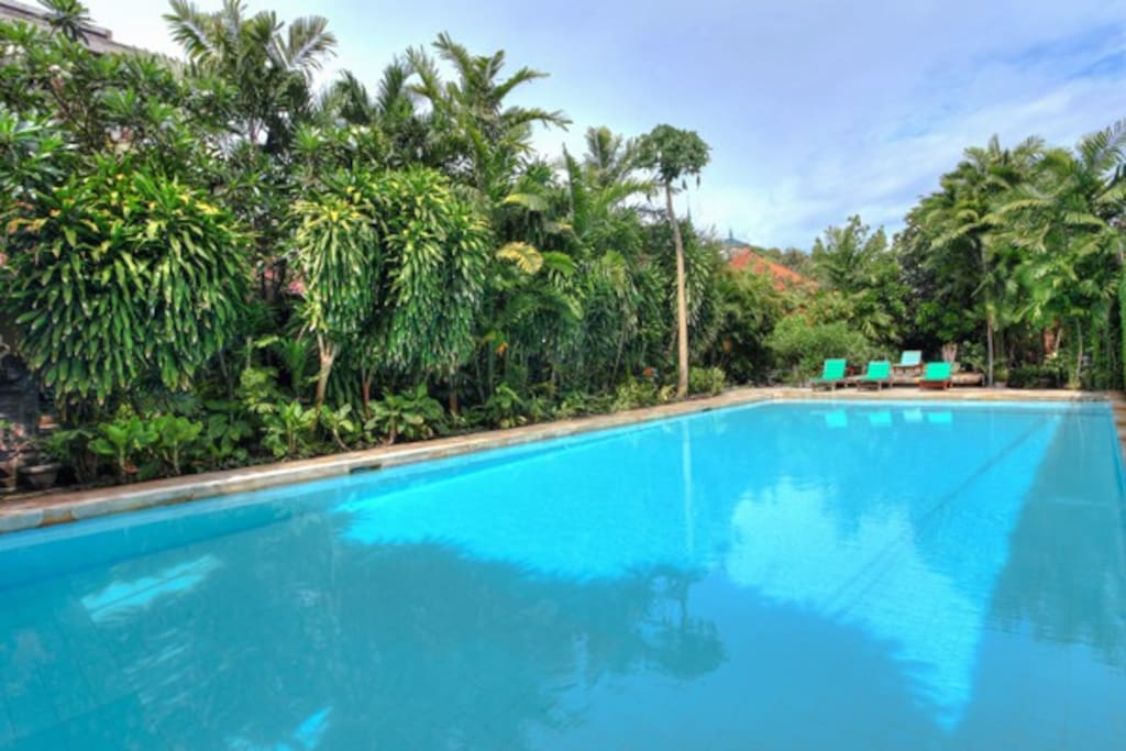 Garden studio with pool beach access bungalows for for Green garden pool jakarta