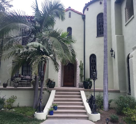 Large, quiet 1 bedroom suite in Guest House - Los Angeles - Villa