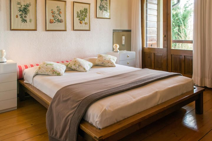 Double bed room first floor with balcony