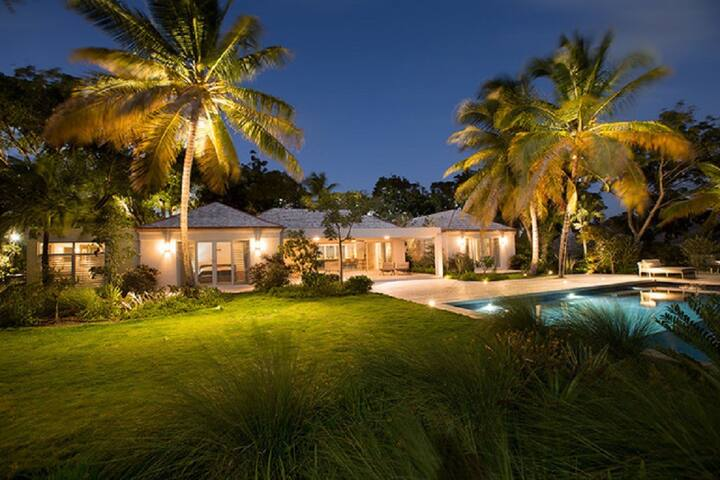 Mollihawk, Luxury 7 beds, 2 Pools, Amazing Views.