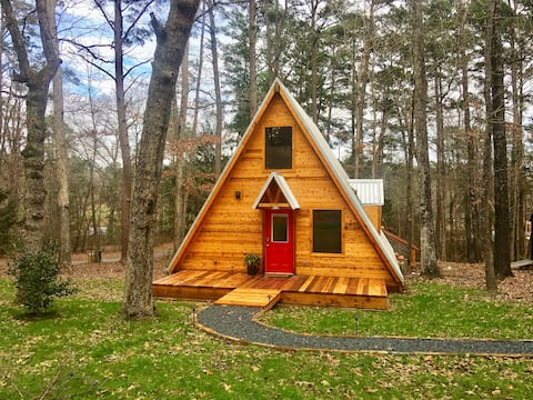 Cozy A-Frame w/2BR, Pines, Fishing, Deck, Firepit