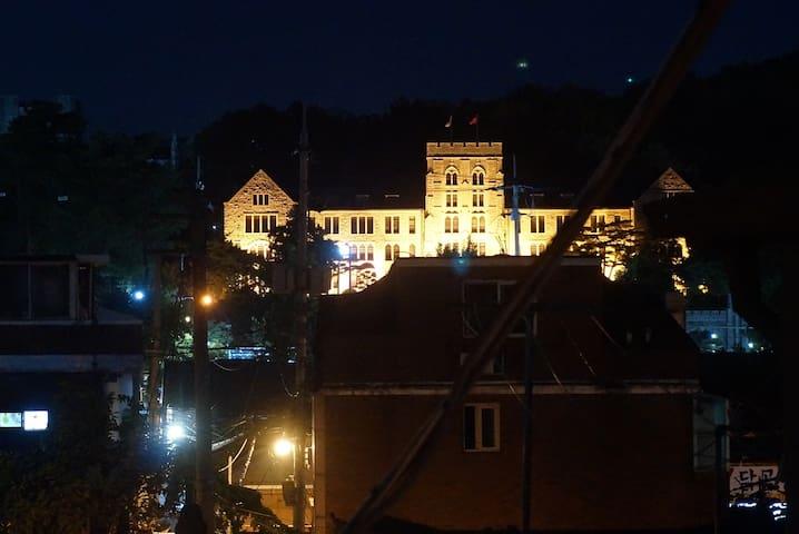 Rooft top Korea Univ 5mins central gate&station